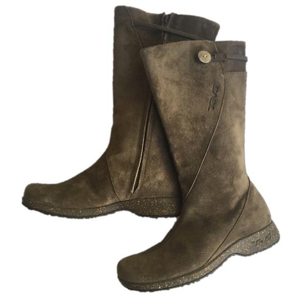 cc78591e31cab5 Teva Montecito suede boots. M 5a65005b6bf5a6a66db0e1ea